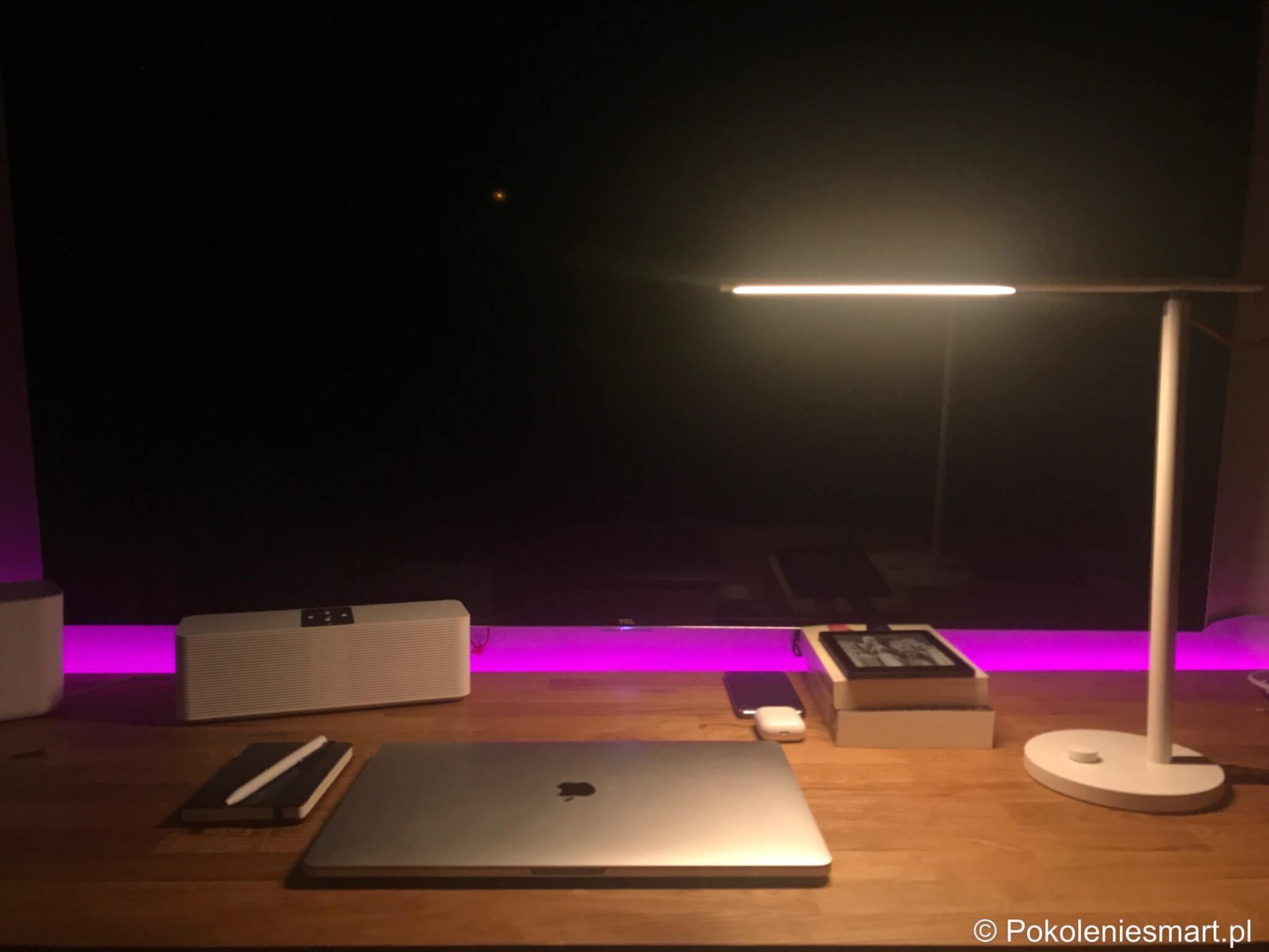 Xiaomi smart desk lamp una lampada da tavolo minimalista integrata