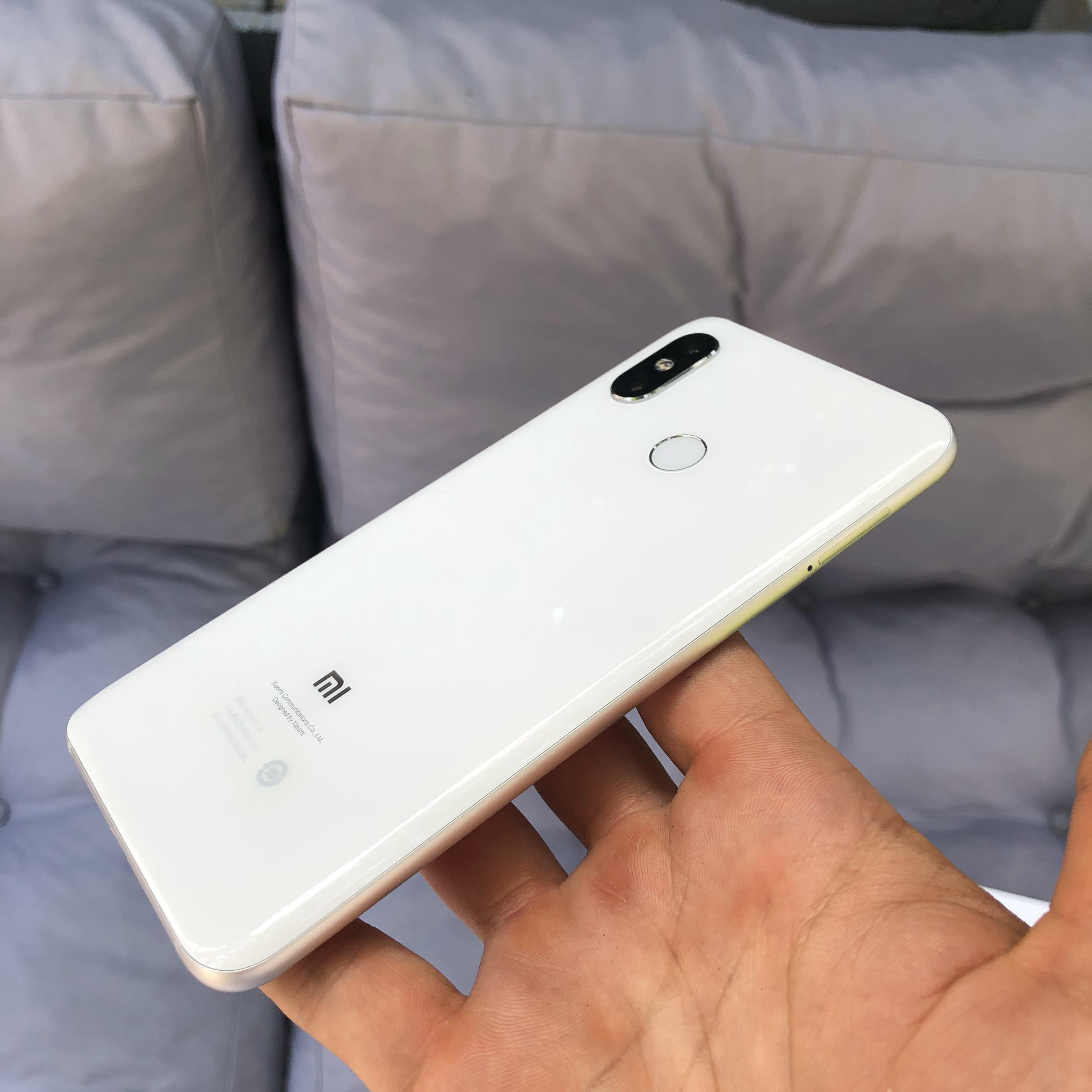 Xiaomi Mi 8 распакаванне