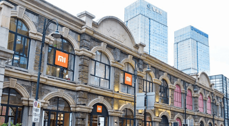 Tomorrow opening the largest Xiaomi salon in Europe. On this occasion, three people will have a minute shopping for free!
